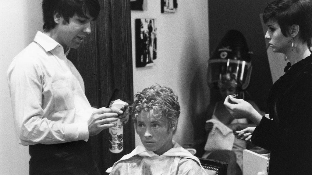 Jon Peters en su época de peluquero