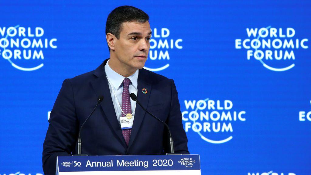 """Sánchez promete en Davos reducir el déficit y defiende la """"justicia fiscal"""" para redistribuir la riqueza"""