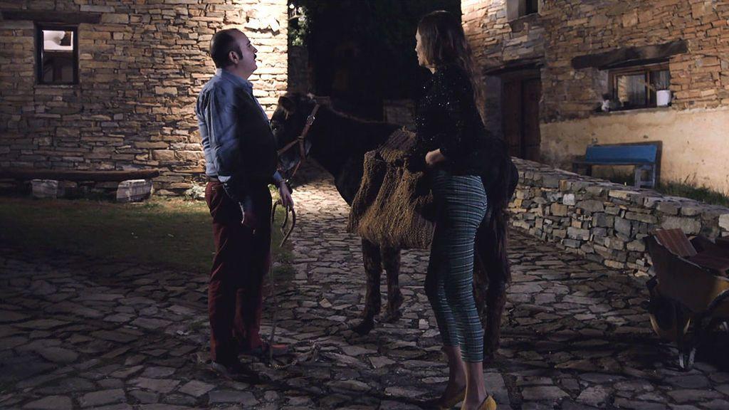 """Doña Emilia sorprende a Amaya y Juanjo robando el burro: """"Las sombras no tienen moño"""""""