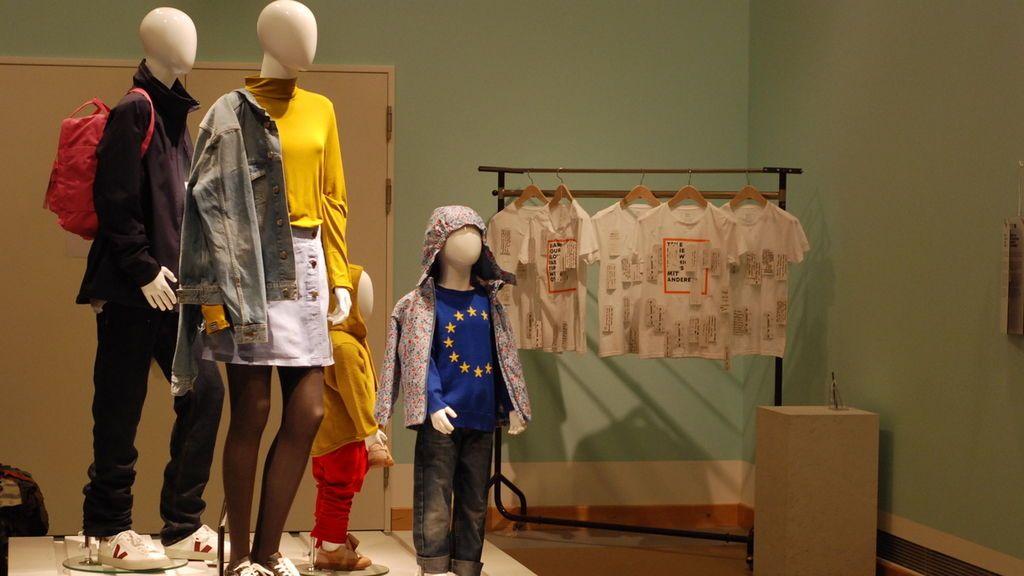 Una 'familia' vestida con ropa slow-fashion.
