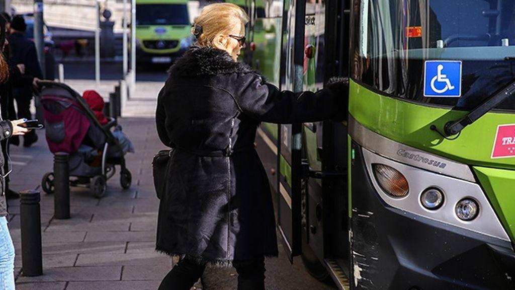 Los autobuses nocturnos interurbanos de Madrid pararán a demanda de mujeres y menores