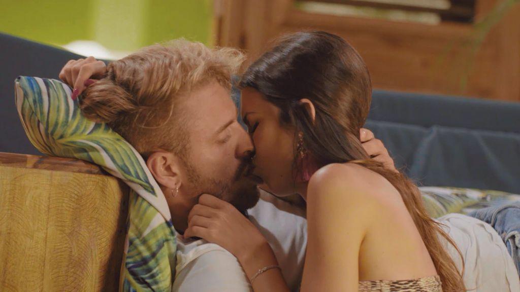 """Andrea se deja llevar y besa apasionadamente a Óscar: """"La situación era perfecta para hacerlo y tenía muchísimas ganas"""""""