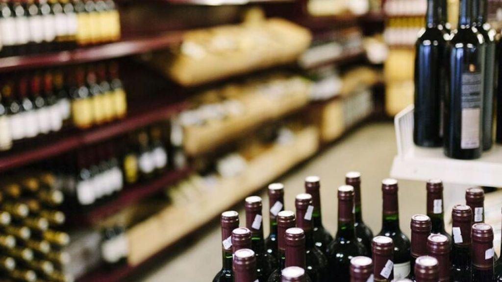 Dos abogados pagan los 15 euros de una botella de vino robada por sus clientes para que no fueran a la cárcel