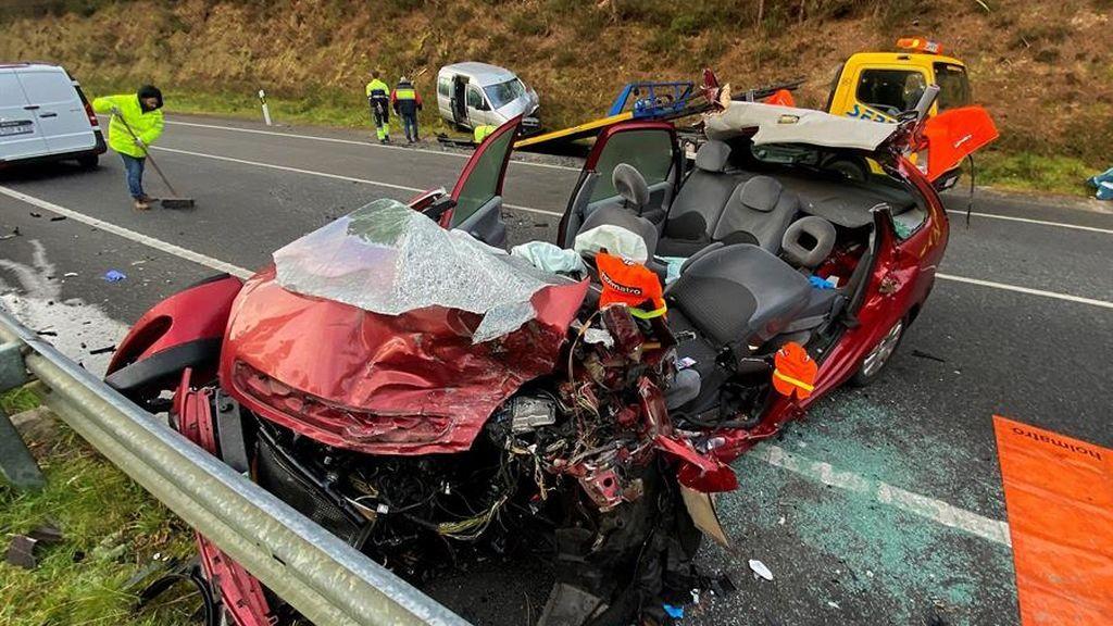 Muere una mujer en el choque frontal de dos coches en  una carretera de Caldas de Reis