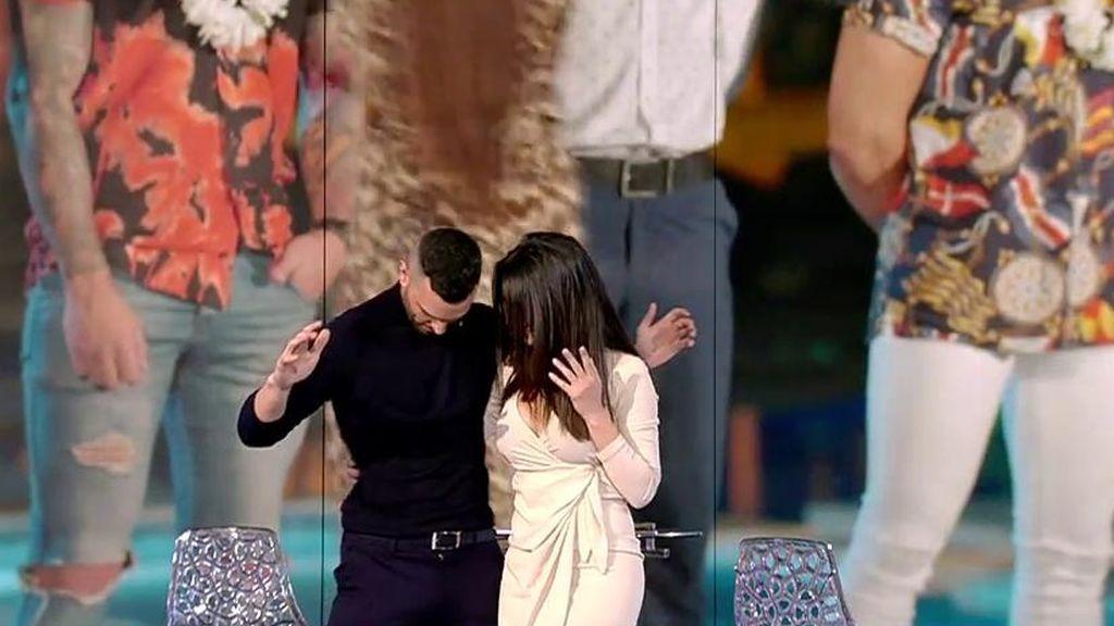 """Melani recrea con Suso cómo fue su acercamiento con Álex en una discoteca: """"Me cogió de la cintura"""""""