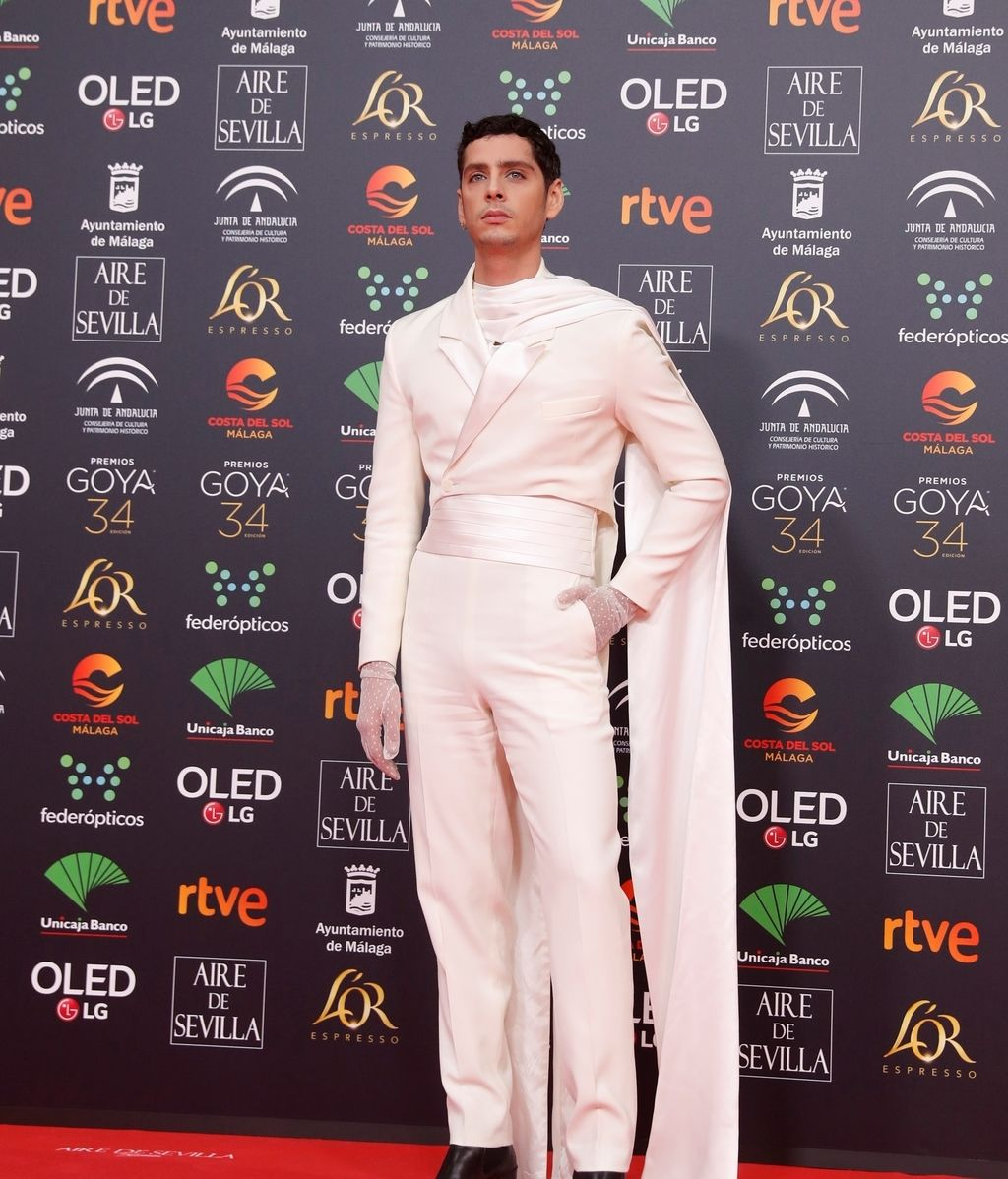 Eduardo Casanova en la alfombra roja de los Premios Goya 2020