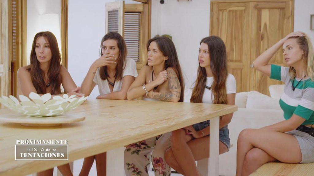 Inédito: Las chicas se enteran de que una de las parejas se verá las caras en la hoguera de confrontación