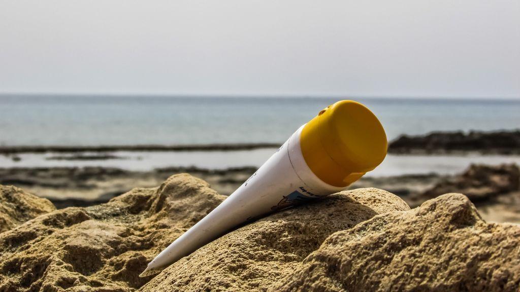 Las cremas de protección solar pueden contaminar la sangre, según un estudio