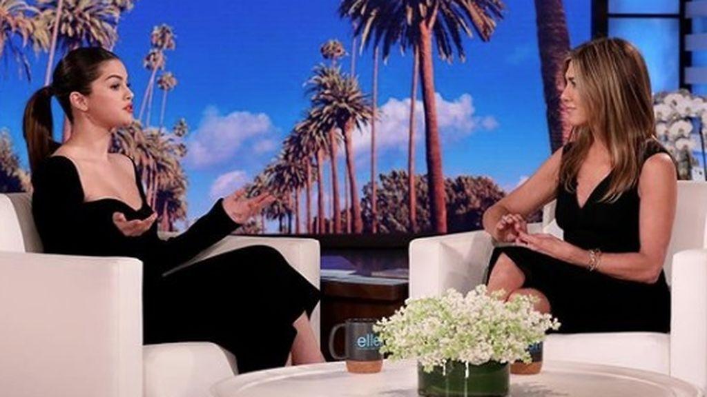 """""""Sentí que era una debilidad ser vulnerable"""": Selena Gómez abre su corazón en su entrevista más sincera con Jennifer Aniston"""