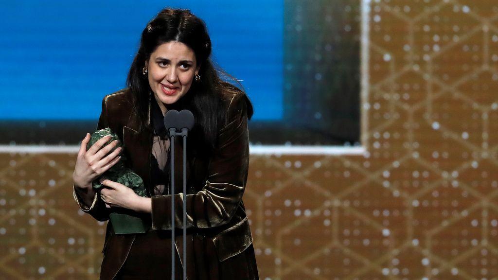 La realizadora Belén Funes tras recibir el premio a mejor dirección novel por su trabajo 'La hija de un ladrón'