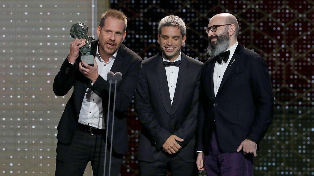 Los realizadores de la película argentina 'La odisea de los giles' tras recibir el premio a mejor película iberoamericana