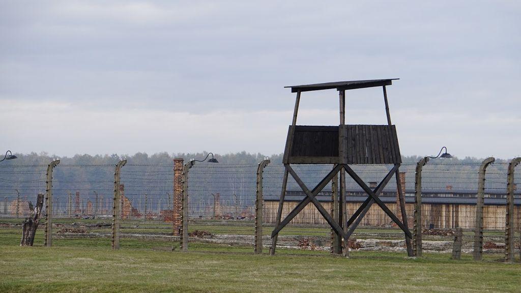 Una torre de vigilancia de Auschwitz-Birkenau