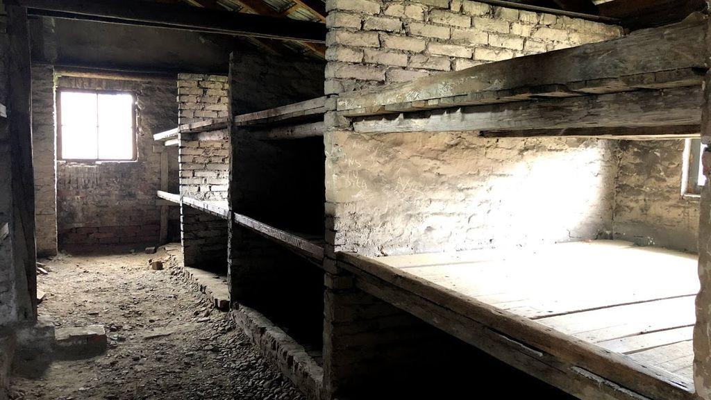El interior de un barracón de Auschwitz-Birkenau