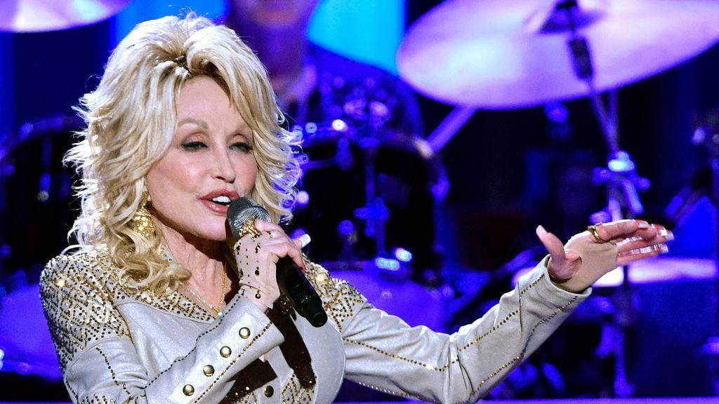 Dolly Parton se hace viral con un reto creado por ella misma