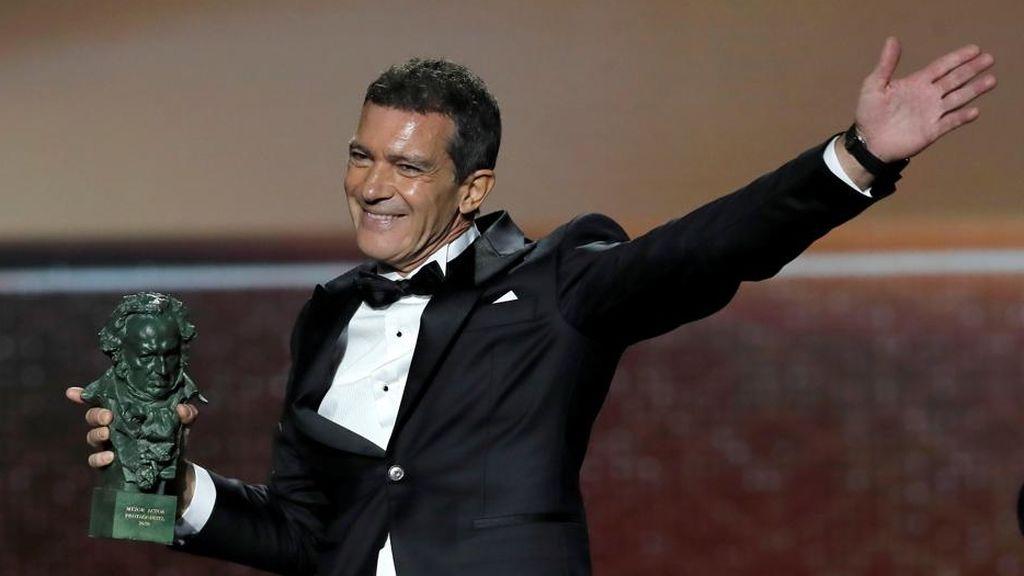 """Banderas ironiza sobre el Oscar: """"Estoy pagando a Batman para ver si se carga al Joker"""""""