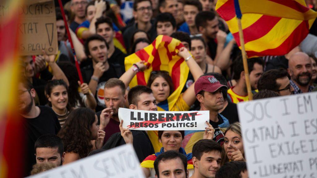 Grupos independentistas se manifestarán en el Parlament para apoyar a Torra y recibir a los políticos presos