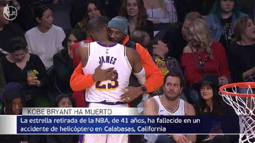Una de las últimas apariciones de Kobe Bryant en público: apoyando a su amigo Lebron James