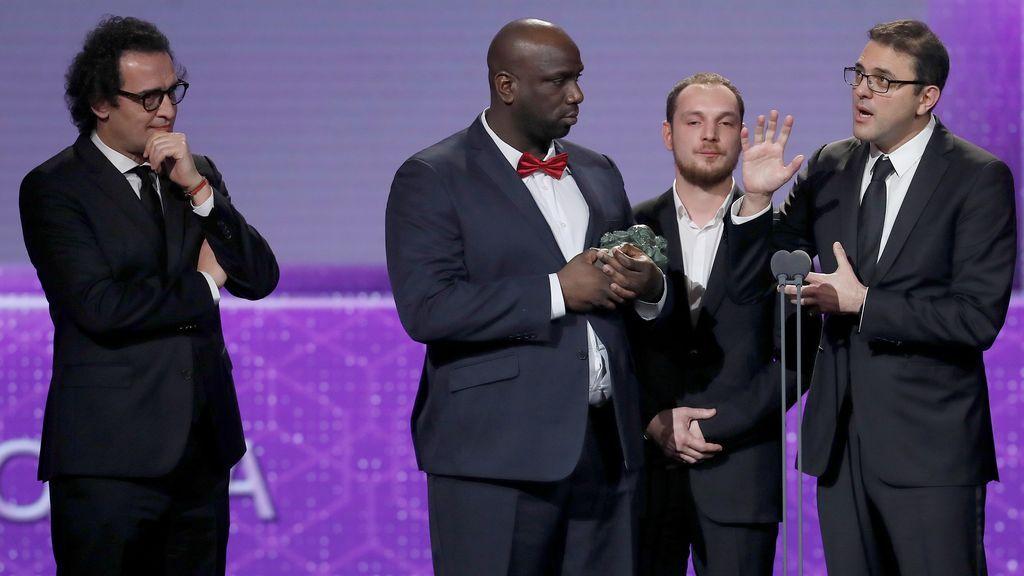 El equipo de 'Los Miserables' recibe el Goya a la mejor película europea