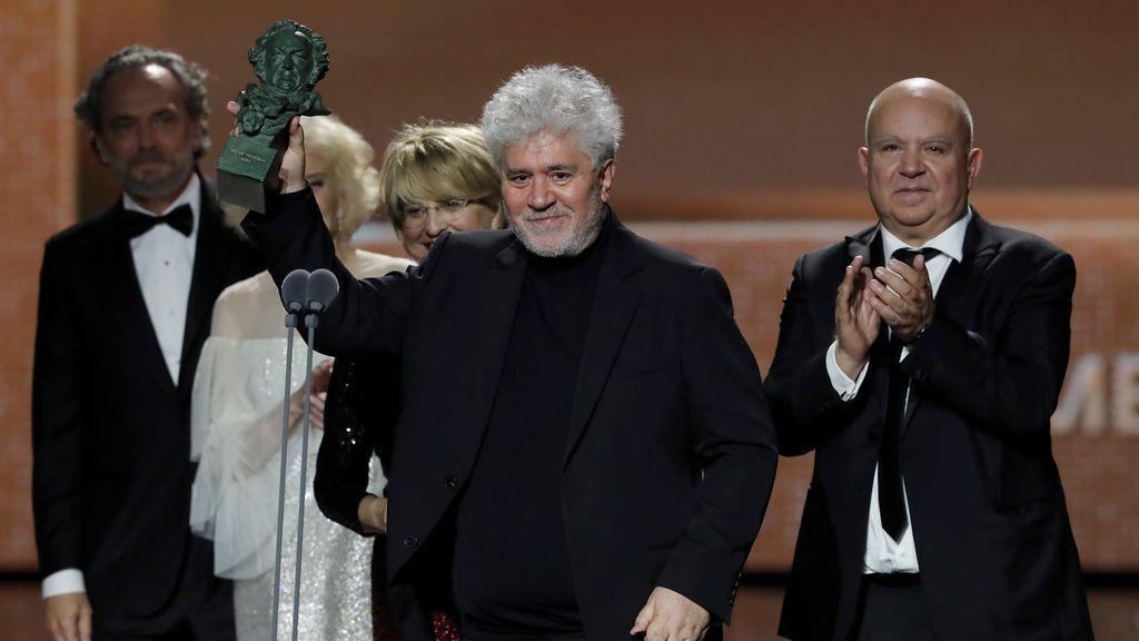 El director Pedro Almodóvar y los productores Agustín Almodóvar  y Esther García reciben el Goya a la mejor película por su cinta 'Dolor y Gloria'