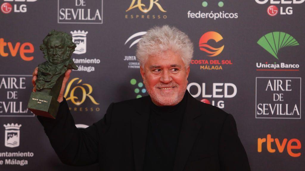 """La gran noche de Almodóvar en los Premios Goya: """"A veces es más complicado ganar un premio aquí que en Hollywood"""""""