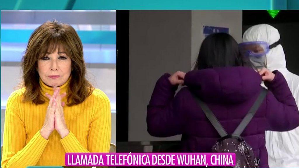 """Un español atrapado en Wuhan se echa a llorar: """"Queremos una solución"""""""