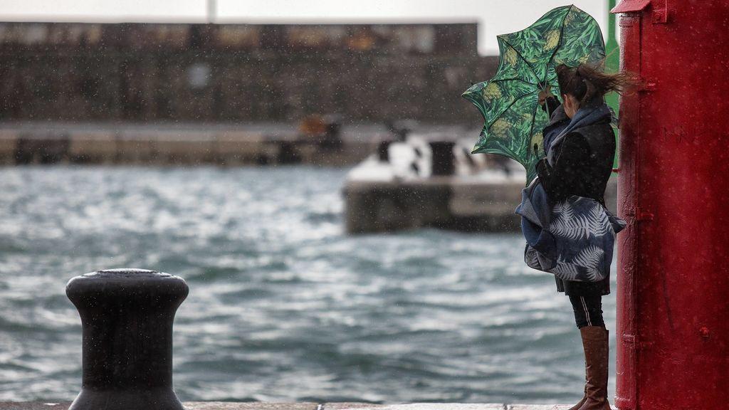 Dos borrascas coinciden en el Atlántico y extienden las lluvias y el viento en España