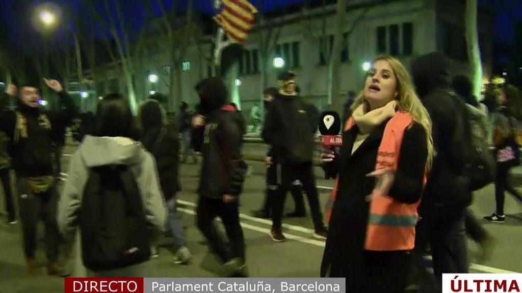 Increpada la reportera de 'Cuatro al día' por unos manifestantes en Barcelona