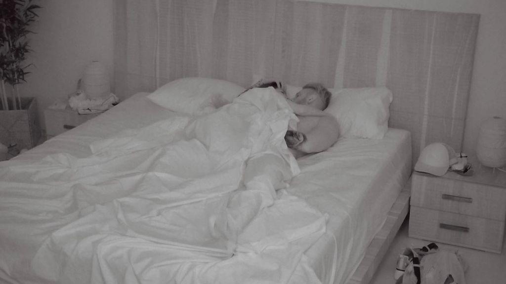 """Andrea y Óscar viven su primera noche de pasión bajo las sábanas: """"Lo que no podía ver me gusta más todavía"""""""