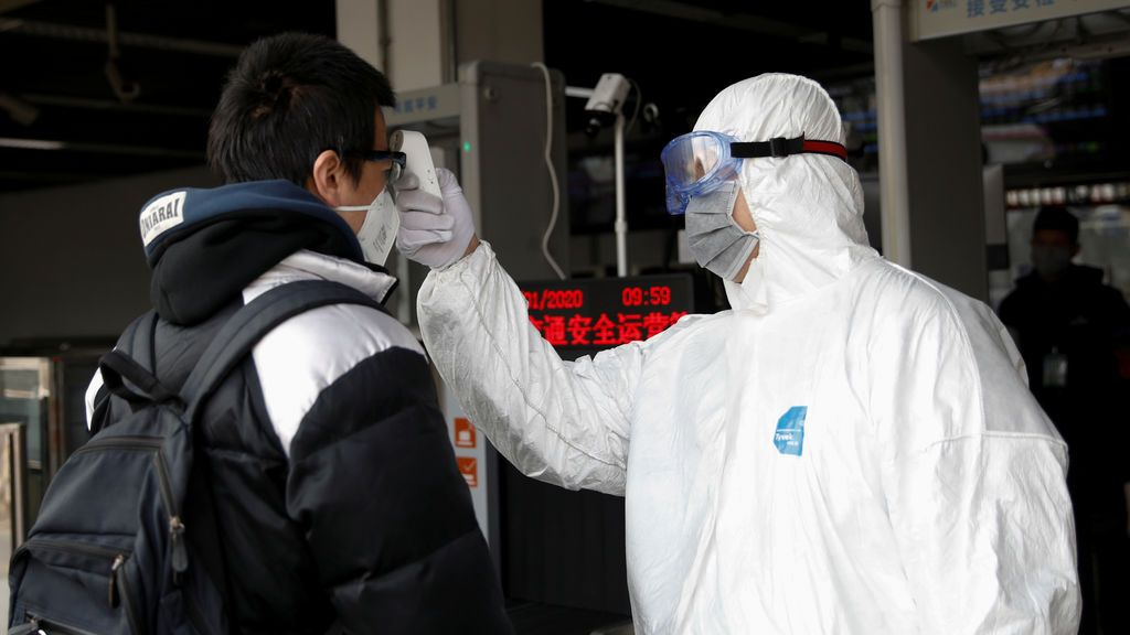 Los muertos por el brote del nuevo coronavirus ya sobrepasan los 100 en China