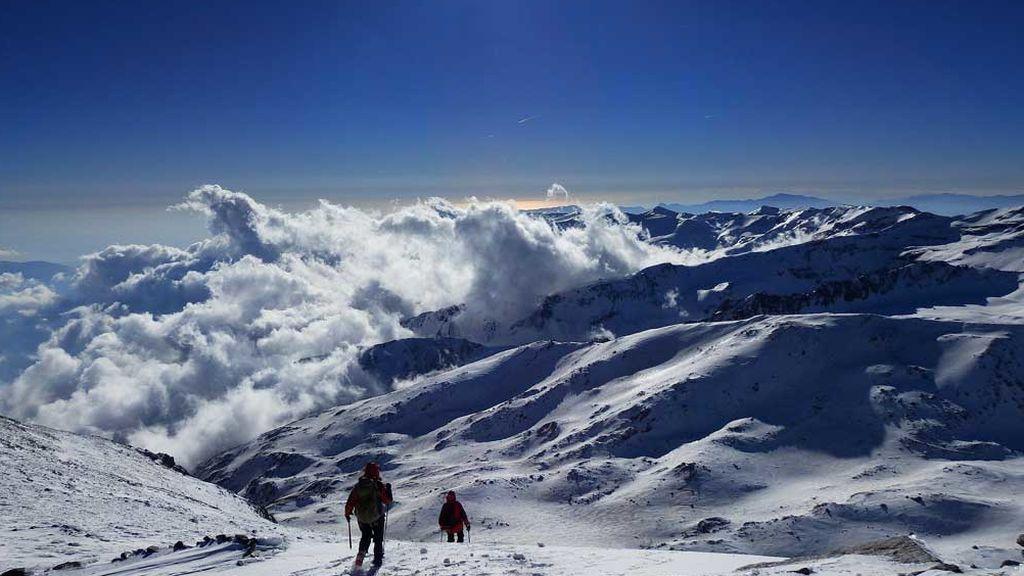 Imagen de esquiadores en Sierra Nevada