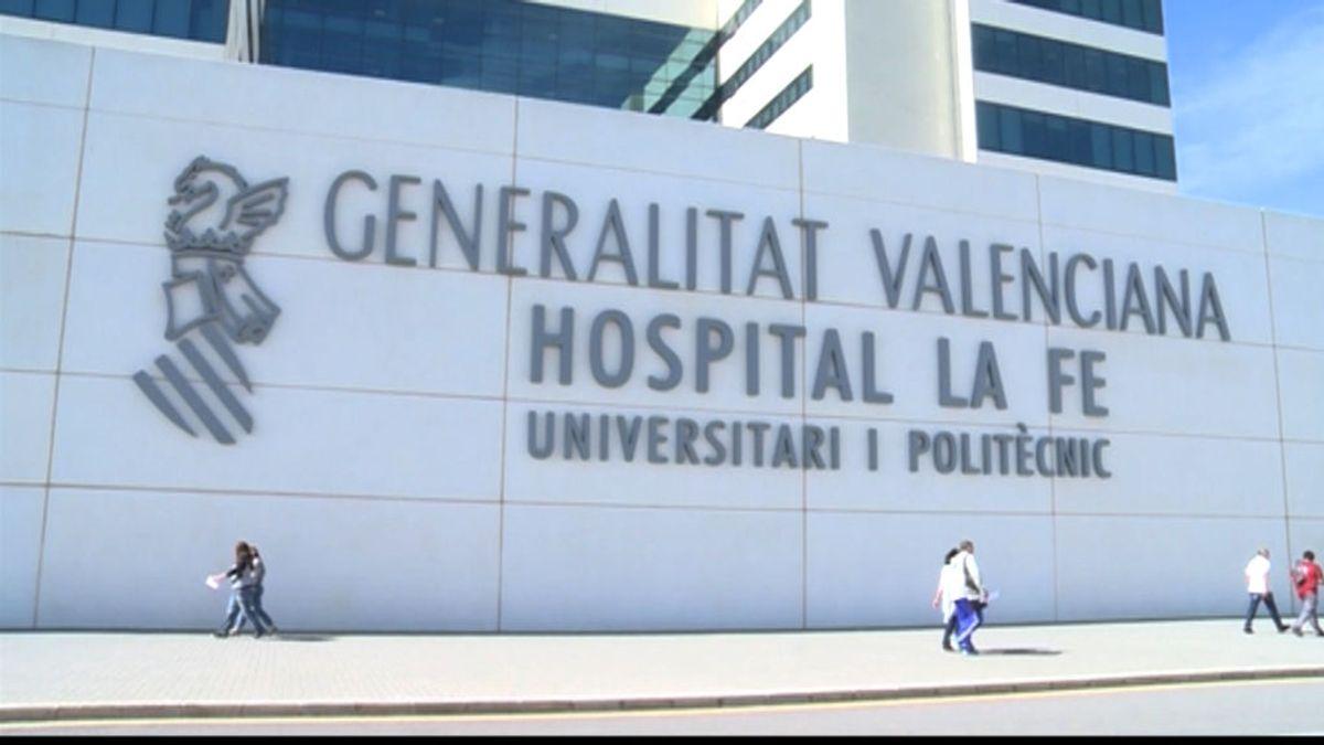 Dos detenidos por presuntamente quemar a una joven, hospitalizada grave en La Fe (Valencia)