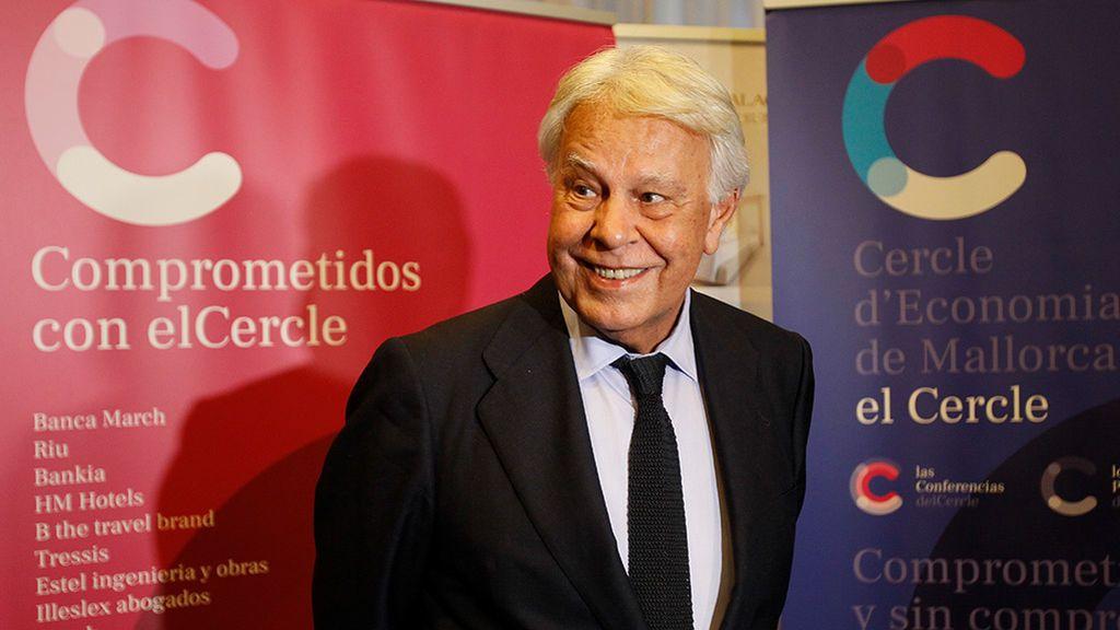 """Felipe González cree que vicepresidenta venezolana Delcy Rodríguez debería haber sido deportada: """"No debía haber pasado por aquí"""""""