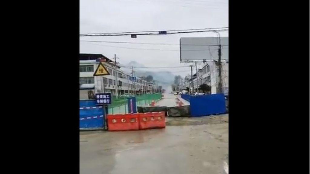Los vigilantes del coronavirus: aldeanos chinos van armados para evitar que los ciudadanos de Wuhan 'escapen'