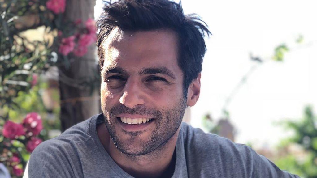Economista, seguidor del Beşiktaş y muy viajero:  Conocemos a Serkan Cayoglu, el protagonista de 'Amar es primavera'