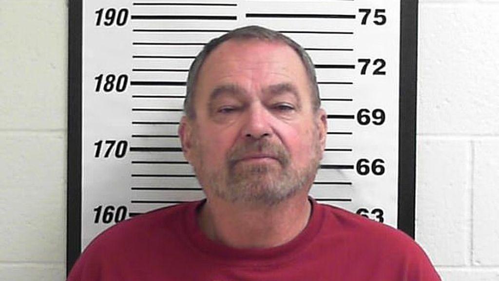Un camionero, acusado de violar a 11 mujeres, confiesa supuestamente en la cárcel que es un asesino en serie
