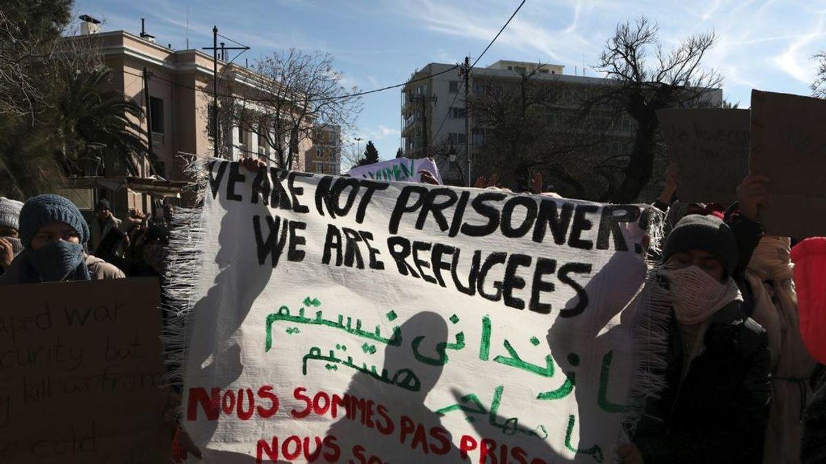 Grecia prepara barreras marinas para frenar a migrantes y refugiados