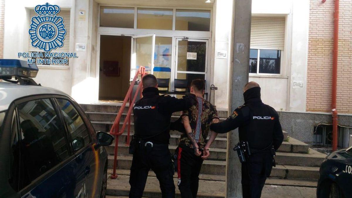 Detenido en Sevilla por retener y amenazar a su pareja embarazada durante un día y medio