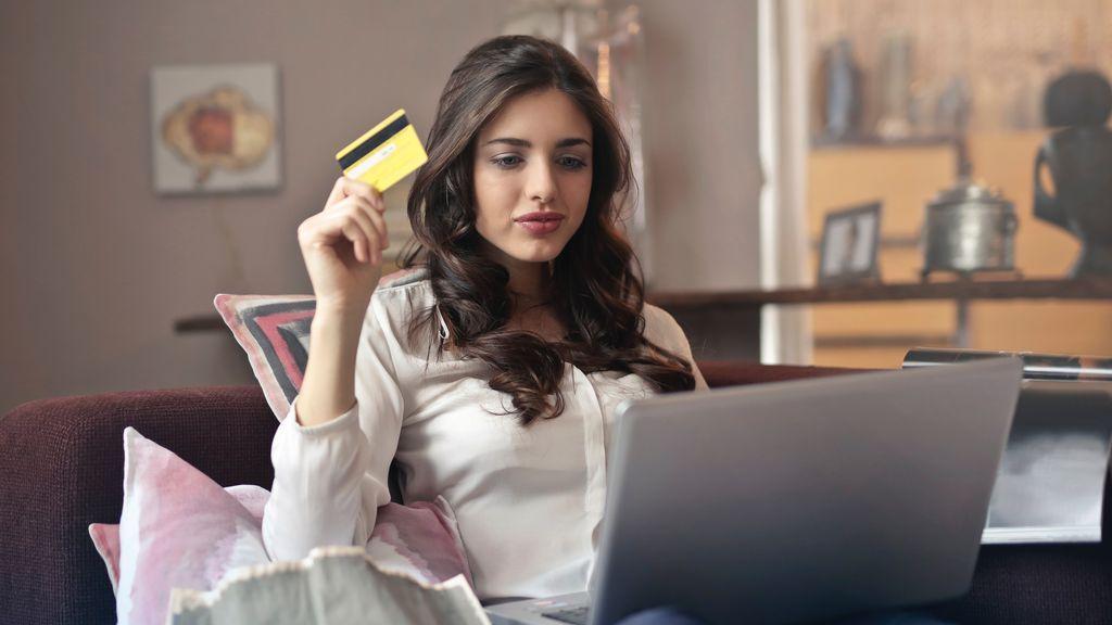 """Julia, 21 años: """"Creo que soy adicta a las compras y no sé si debería ir al psicólogo"""""""