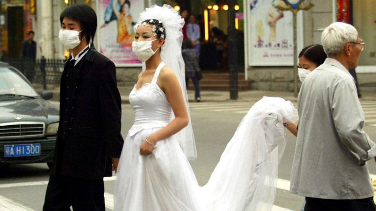 China pide no celebrar bodas y acortar los funerales para luchar contra la epidemia