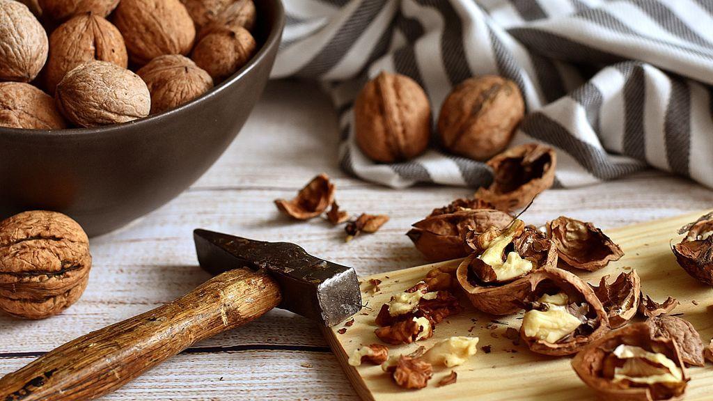 El consumo de nueces puede ayudar a retrasar el deterioro cognitivo en adultos, según un estudio