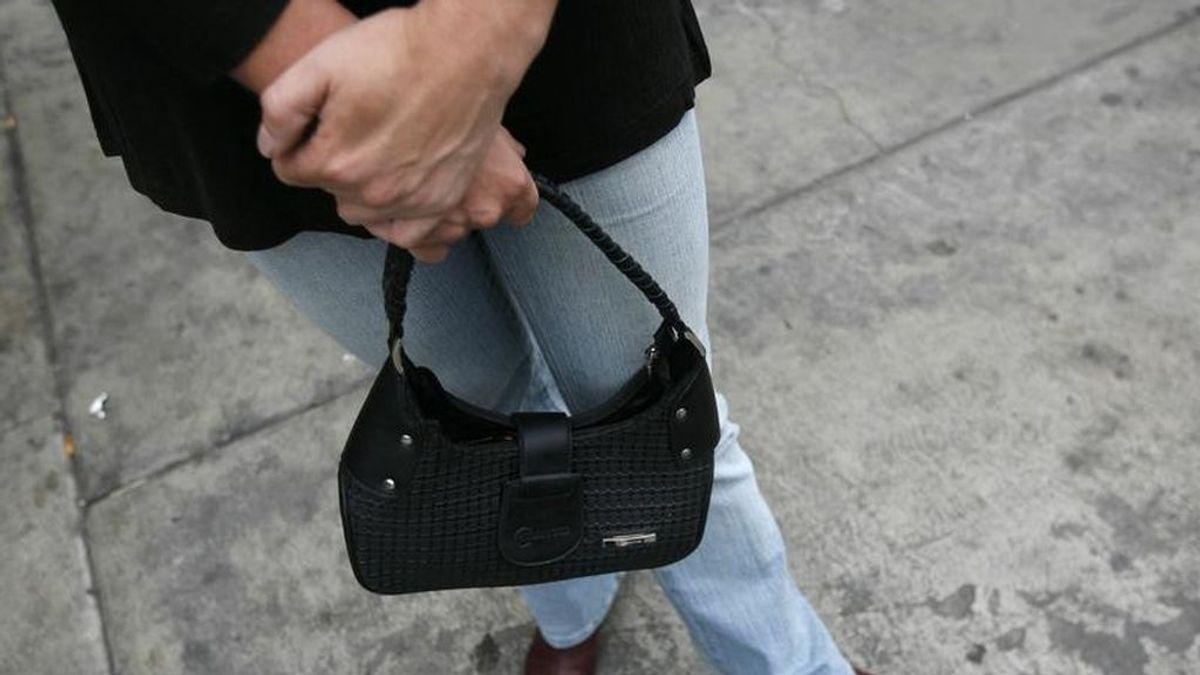 Una persona sin hogar devuelve en Vigo un bolso con 1.500€ que encontró en la calle