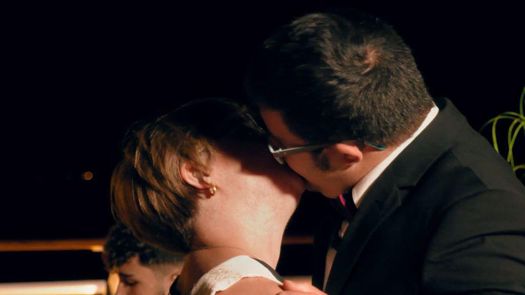 beso maria y manolo