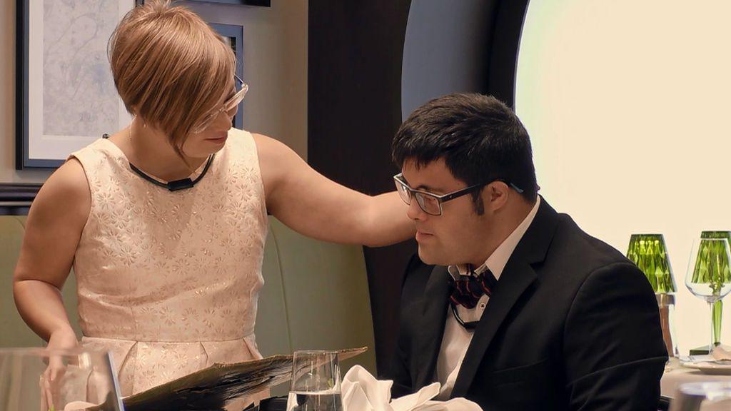 María sorprende a Manolo con un romántico regalo y los dos acaban llorando de la emoción