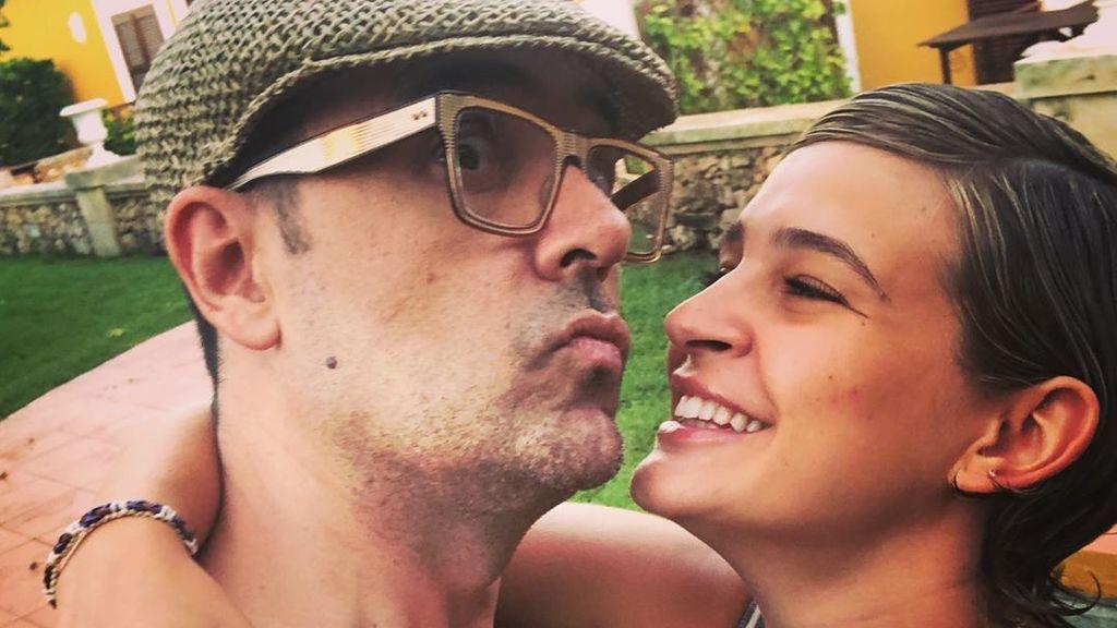 """Laura Escanes se ríe de la edad de Risto Mejide: """"Eso pasa por estar con un viejo"""""""