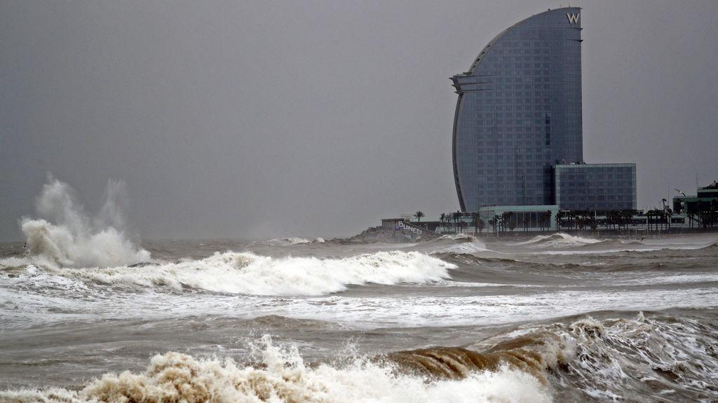 Una potente vaguada en Italia deja 20 avisos por viento y oleaje en el Levante y Baleares