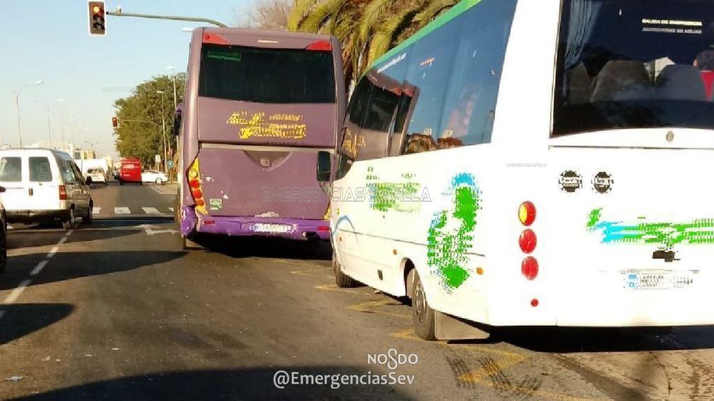 Siete heridos en una colisión entre dos autobuses en Sevilla