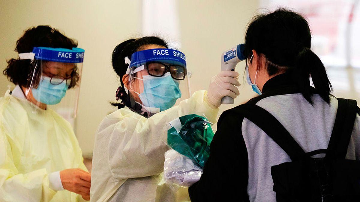 China confirma 425 muertes por el coronavirus y 20.438 afectados
