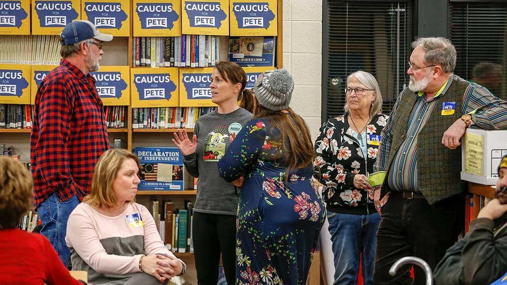 Caos en Iowa por el retraso de los resultados de las primarias demócratas
