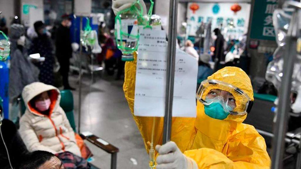 China sube a 490 las muertes por coronavirus y se confirman 24.324 personas infectadas