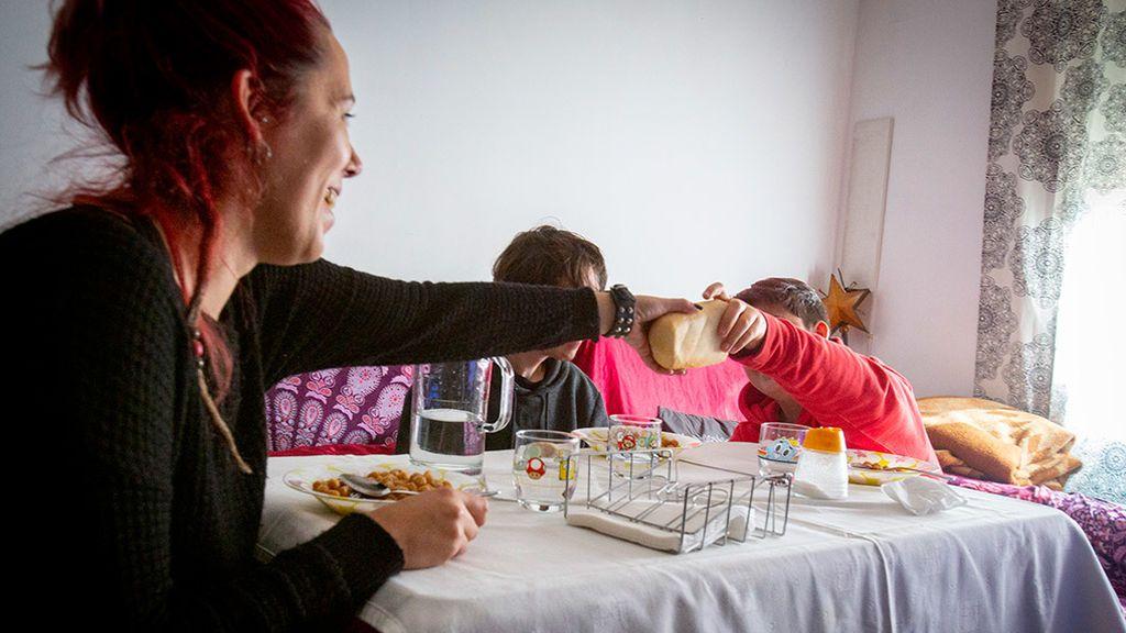 Madre solas, familias con abuelos y migrantes encabezan los hogares en riesgo de pobreza
